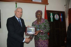 The Perm Sec MOD preasenting a special gift to Rtd Gen. Brian Eifler Head of US Special Forces team